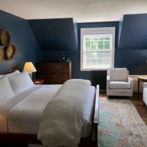 Washington guest room 1824 House Inn + Barn
